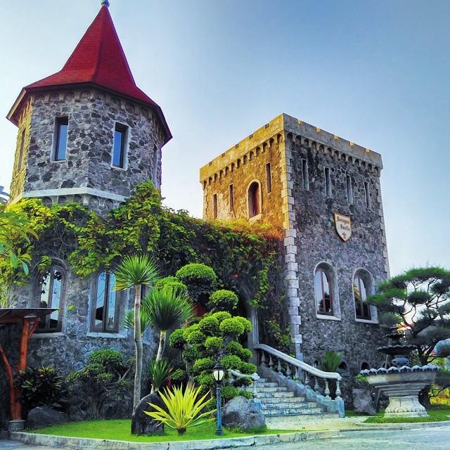 Gugug Makan Mang Engking Soragan Castle